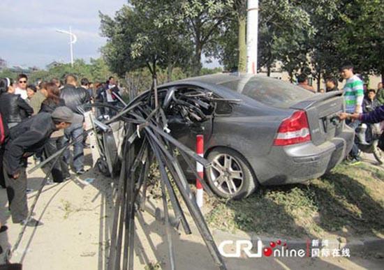 Πολύ άσχημο τροχαίο ατύχημα με απρόσμενη κατάληξη (2)