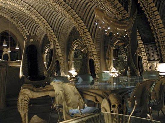 Bar με διακόσμηση... εξωγήινων σκελετών! (4)