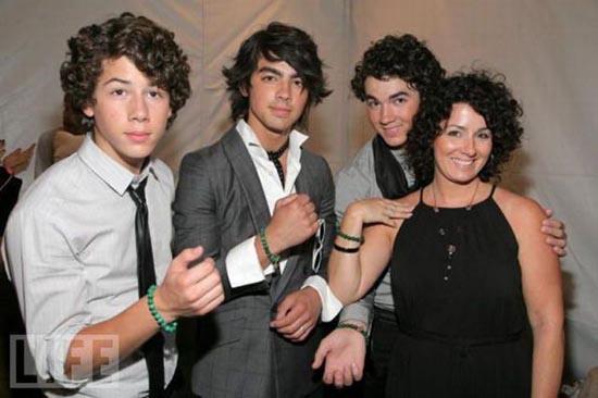Celebrities με τις μαμάδες τους (6)