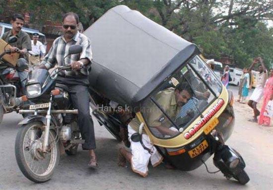 Εν τω μεταξύ στην Ινδία (1)