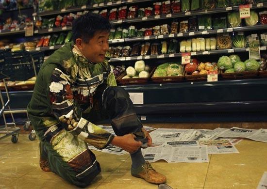 Liu Bolin: Η νέα «εξαφάνιση» του αόρατου ανθρώπου (4)