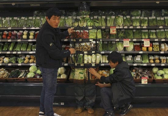 Liu Bolin: Η νέα «εξαφάνιση» του αόρατου ανθρώπου (3)