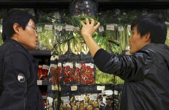 Liu Bolin: Η νέα «εξαφάνιση» του αόρατου ανθρώπου (6)