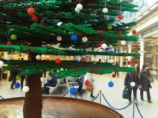 Το μεγαλύτερο χριστουγεννιάτικο δέντρο από Lego στον κόσμο (5)