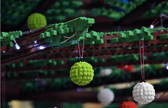 Το μεγαλύτερο χριστουγεννιάτικο δέντρο από Lego στον κόσμο (6)