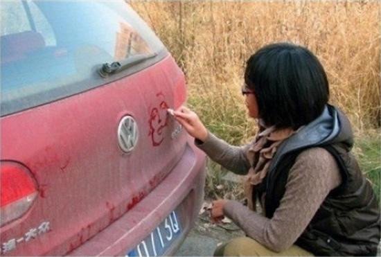 Όταν η σκόνη στο αυτοκίνητο γίνεται τέχνη (1)