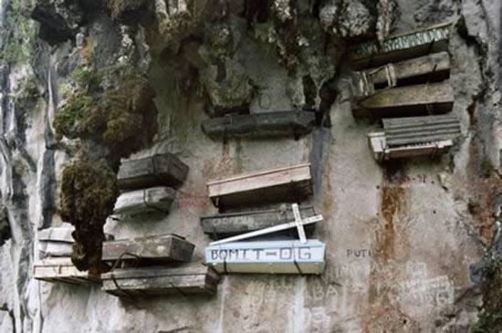 10 παράξενα νεκροταφεία απ' όλο τον κόσμο (8)