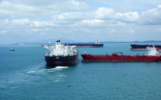 Η παρολίγον σύγκρουση δύο tankers (1)