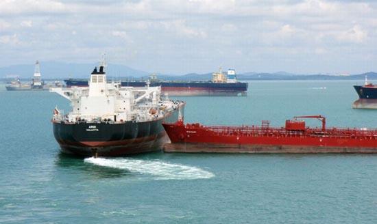 Η παρολίγον σύγκρουση δύο tankers (3)