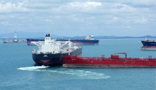 Η παρολίγον σύγκρουση δύο tankers (4)