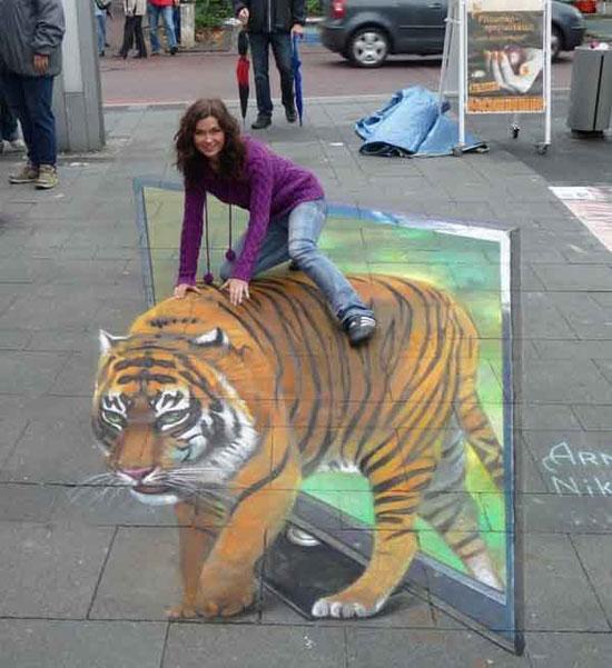 Φωτογραφία της ημέρας: Το κορίτσι και η τίγρη