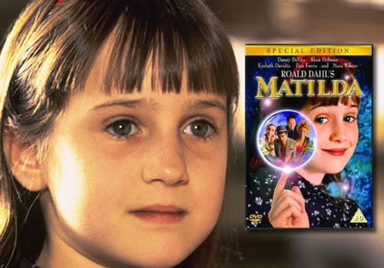 Πως είναι σήμερα το κοριτσάκι από την ταινία Matilda; (1)
