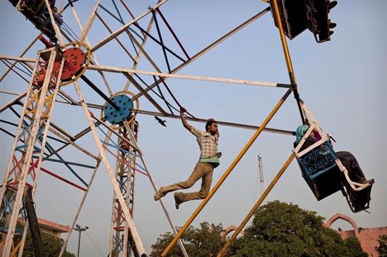 Στην Ινδία οι ρόδες του λούνα παρκ έχουν μια βασική διαφορά (3)
