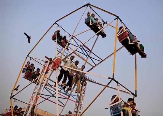 Στην Ινδία οι ρόδες του λούνα παρκ έχουν μια βασική διαφορά (4)