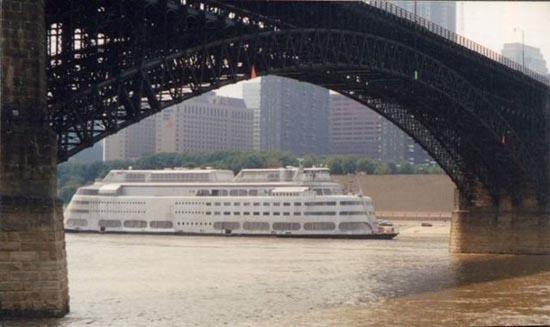 Το τέλος ενός ποταμόπλοιου (1)