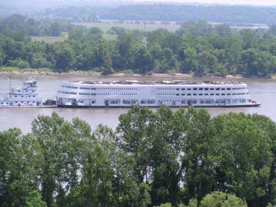 Το τέλος ενός ποταμόπλοιου (3)