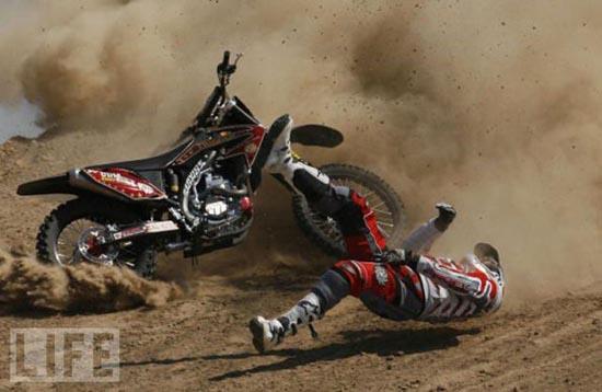 Τρομακτικά ατυχήματα σε αγώνες μοτοσυκλέτας (13)