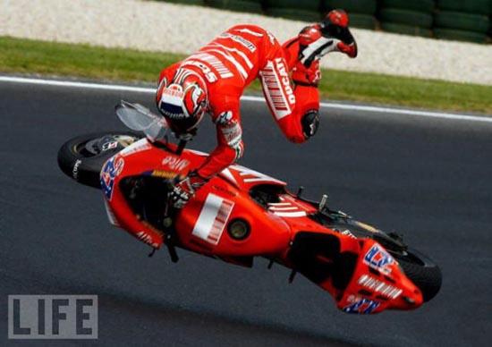 Τρομακτικά ατυχήματα σε αγώνες μοτοσυκλέτας (10)