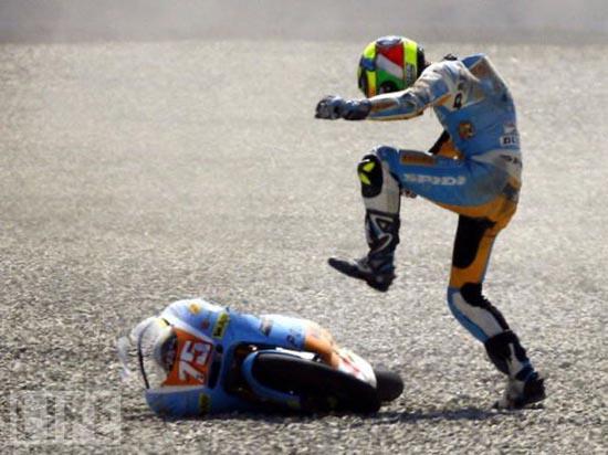Τρομακτικά ατυχήματα σε αγώνες μοτοσυκλέτας (9)