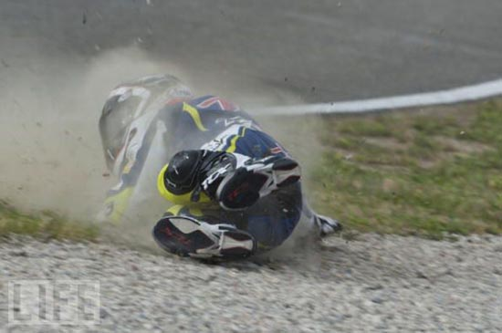 Τρομακτικά ατυχήματα σε αγώνες μοτοσυκλέτας (3)