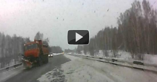 Αμέριμνη βόλτα σε χιονισμένο δρόμο της Ρωσίας