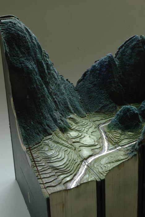Απίστευτα γλυπτά τοπίων με βιβλία (2)