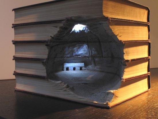 Απίστευτα γλυπτά τοπίων με βιβλία (7)