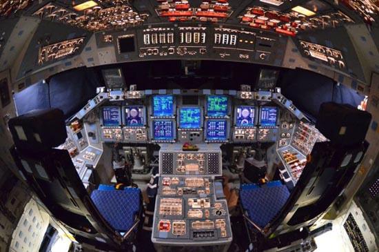 Στο εσωτερικό του διαστημόπλοιου Atlantis (1)