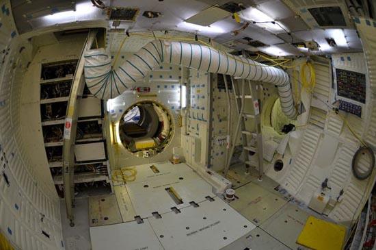 Στο εσωτερικό του διαστημόπλοιου Atlantis (3)