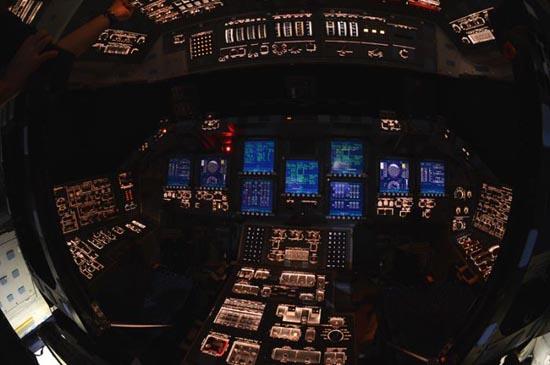 Στο εσωτερικό του διαστημόπλοιου Atlantis (6)