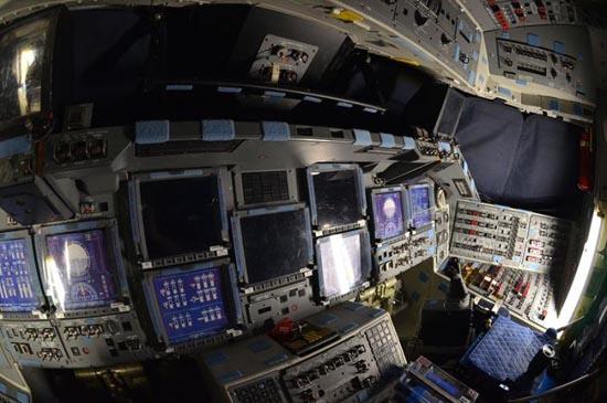 Στο εσωτερικό του διαστημόπλοιου Atlantis (7)