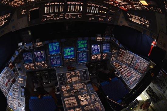 Στο εσωτερικό του διαστημόπλοιου Atlantis (8)