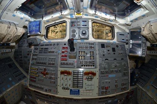 Στο εσωτερικό του διαστημόπλοιου Atlantis (11)