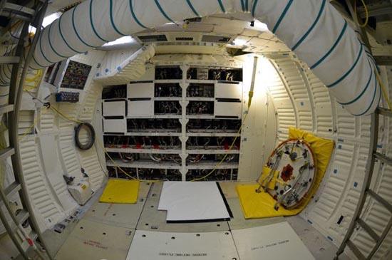Στο εσωτερικό του διαστημόπλοιου Atlantis (12)