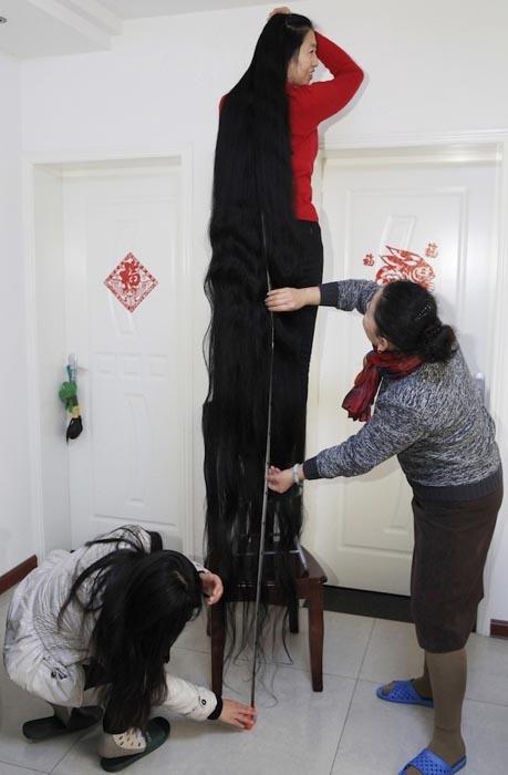 Γυναίκα με μαλλιά 2,53 μέτρων (2)