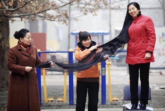 Γυναίκα με μαλλιά 2,53 μέτρων (1)