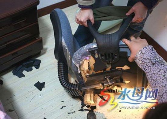 Κοπέλα κόντεψε να σκοτωθεί από την καρέκλα του γραφείου της (1)