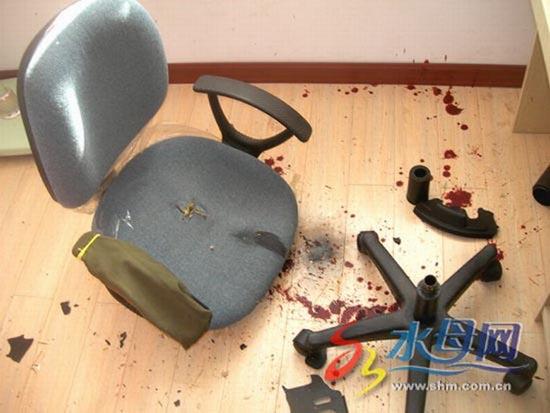 Κοπέλα κόντεψε να σκοτωθεί από την καρέκλα του γραφείου της (2)