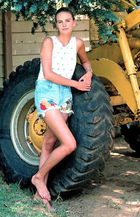 Η μεταμόρφωση της Charlize Theron από κοριτσάκι σε πανέμορφη γυναίκα (3)