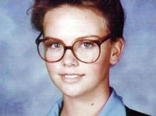 Η μεταμόρφωση της Charlize Theron από κοριτσάκι σε πανέμορφη γυναίκα (1)