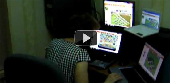Μητέρα κολλημένη με το Farmville παίζει σε 4 υπολογιστές