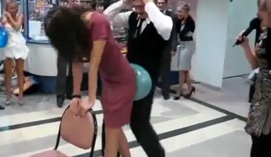 Όταν τα πάρτυ στο γραφείο... ξεφεύγουν! (1)