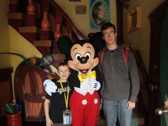 Τρελό ξεφάντωμα στην Disneyland (1)
