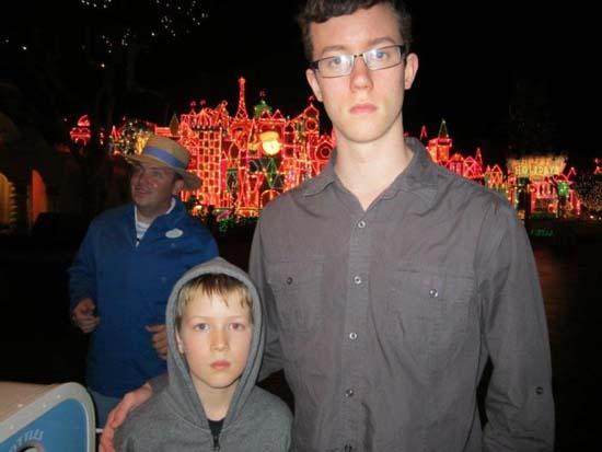 Τρελό ξεφάντωμα στην Disneyland (3)