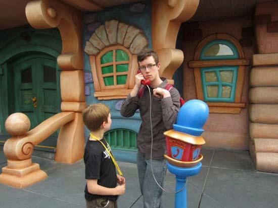 Τρελό ξεφάντωμα στην Disneyland (9)