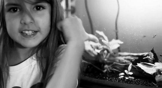 8χρονη σαρώνει στο YouTube