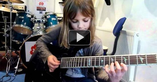 Απίστευτη 8χρονη κιθαρίστρια