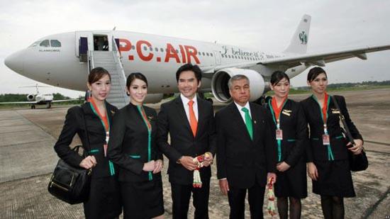 Οι ασυνήθιστες αεροσυνοδοί της Ταϊλανδέζικης P.C. Air (1)