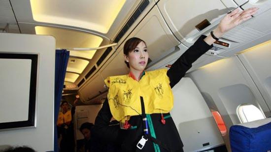 Οι ασυνήθιστες αεροσυνοδοί της Ταϊλανδέζικης P.C. Air (4)