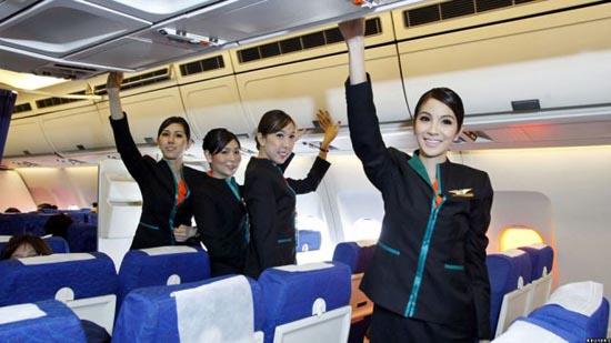 Οι ασυνήθιστες αεροσυνοδοί της Ταϊλανδέζικης P.C. Air (5)